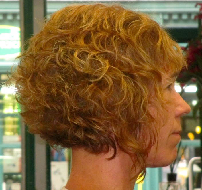 This hair style also mixed highlights