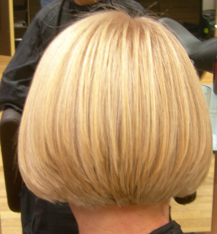 Perfect highlights as well as a bob